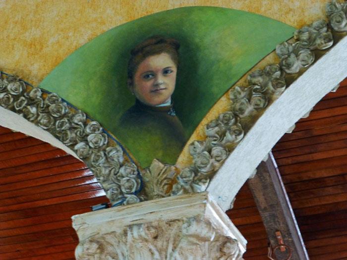 Foto van schildering met portret van vrouw