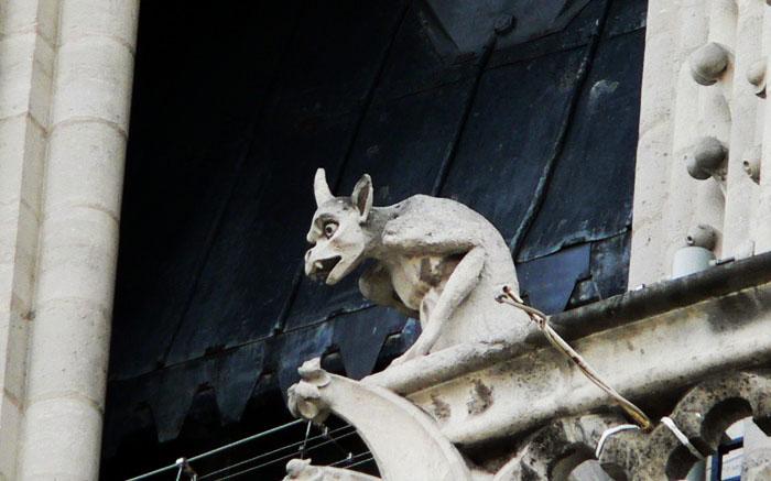 Foto van beeld van monster