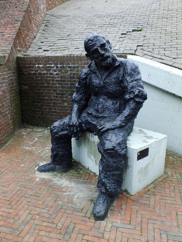 Foto van standbeeld van een bootwerker