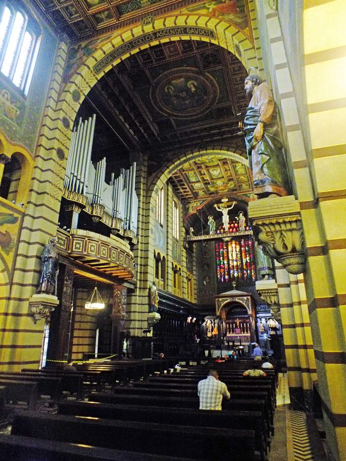 Foto van kathedraal van binnen